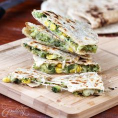 Broccoli & Corn Quesadillas - Broccoli is known to be one of the most nutritious vegetables. This dish is healthy, delicious and tempting, perfect for lunch or dinner. Healthy Cooking, Healthy Snacks, Healthy Eating, Cooking Recipes, Quesadillas, I Love Food, Good Food, Yummy Food, Mexican Food Recipes