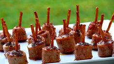 25 Genius Toothpick Appetizers That Will Curb the Munchies Quick And Easy Appetizers, Healthy Appetizers, Easy Snacks, Appetizers For Party, Appetizer Recipes, Delicious Appetizers, Appetizer Plates, Tapas Party, Cold Appetizers