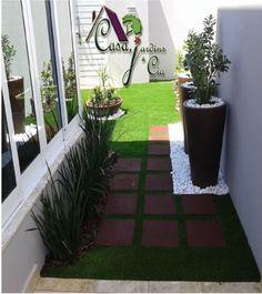 Jardim com grama Royal Grass e passarelas de reaproveitamento de peneus ...