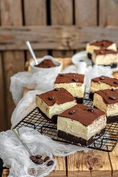 Tiramisù brownies - Kneading with four hands- Tiramisù brownies – Impastando a quattro mani Tiramisù brownies – Kneading with four hands - Best Pastry Recipe, Pastry Recipes, Gourmet Recipes, Sweet Recipes, Dessert Recipes, Tiramisu Brownies, Delicious Desserts, Yummy Food, Pastry Cake