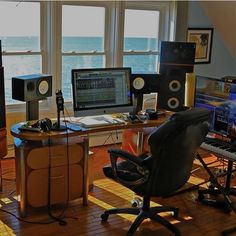 15 Likes, 0 Comments - Music Recording Studio Setup, Home Studio Setup, Studio Desk, Audio Studio, Music Studio Room, Sound Studio, Music Rooms, Ableton Live, Great View