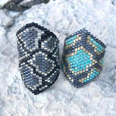 Check out some more cute rings. Diy Jewelry, Beaded Jewelry, Jewelry Design, Beaded Rings, Beaded Bracelets, Seed Bead Projects, Ring My Bell, Cute Rings, Necklaces