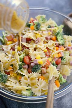 Bow Tie Pasta Salad Recipes is One Of the Beloved Salad Recipes Of Several Persons Around the World. Besides Simple to Create and Good Taste, This Bow Tie Pasta Salad Recipes Also Health Indeed. Pasta Salad For Kids, Healthy Pasta Salad, Easy Pasta Salad Recipe, Summer Pasta Salad, Salad Recipes Video, Pasta Recipes, Italian Dressing Pasta Salad, Italian Pasta, Dog Recipes