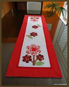 AnaLu Artesanatos: Trilho de mesa com flores