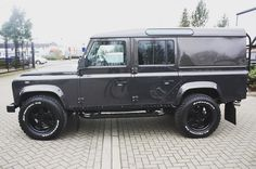 Land Rover Defender 110 Hard Top, Twisted-The key to success is simplicity.