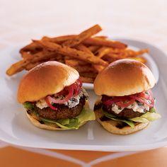Stilton Sirloin Burgers with Onion Jam - Burger Recipes Onion Burger, My Burger, Mini Burgers, Burger And Fries, Good Burger, Burger Night, Veggie Burgers, Hamburgers, Cheeseburgers