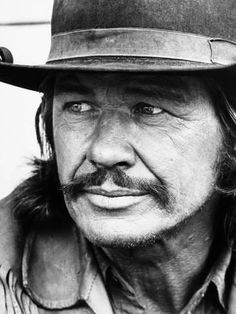 Chato's Land, Charles Bronson, 1972 People Photo - 46 x 61 cm Teen Celebrities, Hottest Male Celebrities, Actor Charles Bronson, Celebrity Drawings, Classic Movie Stars, Actrices Hollywood, Looks Black, Western Movies, Celebrity Houses