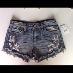 Free People Lana wash Tulum embroidered shorts.NWT Hard to find Free People Lana Wash Tulum embroidered jean shorts. Just in time for summer fun ☀️☀️ Free People Shorts Jean Shorts