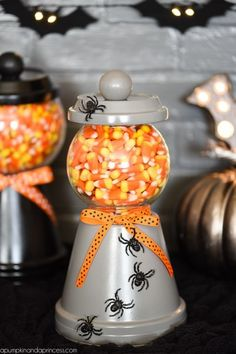 How to make a Halloween candy jar made out of a terra cotta pot, saucer, a glass bowl and wooden knob. Perfect for decorating and displaying your favorite Halloween treats! Dulces Halloween, Spooky Halloween Crafts, Manualidades Halloween, Halloween Candy, Halloween Decorations, Halloween Season, Halloween Sewing, Halloween Parties, Halloween Items