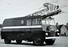 Bedford QL fitted with a grille from a S Type. It was fitted with a 60 ft hydraulic mast built by Eagle Engineering of Warwick. Built in 1952, Eagle Towers, as the BBC called them, were used for BBC Television Outside Broadcasts up to the introduction of satellite uplink vehicles. Bedford Truck, Old Lorries, Vintage Television, Old Tractors, Commercial Vehicle, Fire Engine, Ham Radio, Classic Trucks, Fire Trucks