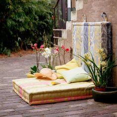 Garten Lounge gartenecke gesteppte matratzen kissen orchideen
