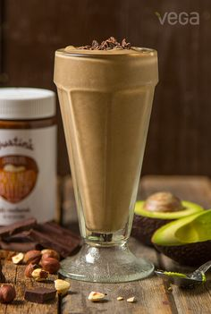 Hazelnut Chocolate Smoothie: Enter a treat just as decadent, but better for you. This Hazelnut Chocolate Smoothie is the ideal way to satisfy your taste buds and nutrition goals. And the best part? You can sip every last drop. (Plus a little add from Justin's Chocolate Hazelnut Spread...#VegaSmoothie #BestSmoothie