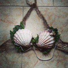 Mermaid Shell Bras by ClairWear on Etsy Mermaid Cosplay, Ariel Cosplay, Mermaid Outfit, Mermaid Makeup, Mermaid Halloween Costumes, Rave Costumes, Halloween Clothes, Mermaid Top, Mermaid Shell