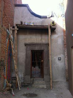 Rozpaczelismy przebudowe zwyklego domu w Meksyku na kolonialna rezydencje. #rustykalne #wnetrza #meksykanskie #akcenty. Wszystkie elementy dekoracyjne i materily budowlane dostepne sa w naszych sklepach internetowych http://meksyk.na.allegro.pl/ oraz http://www.swistak.pl/profil/rustykalnewnetrza
