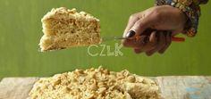 J'ai une véritable histoire d'amour avec ce gâteau. Ma mère vient de Marie-Galante et il y a certaine chose que l'on ne trouve qu'à Marie-Galante. Le gâteau à la pistache en fait partie (son nom vient du fait que les cacahuètes sont appelées