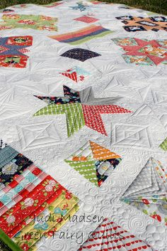 Starburst Quilt Pattern. Designed and Quilted by Judi Madsen of Green Fairy Quilts.