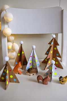 DIY - Christmas trees with dots and cardboard