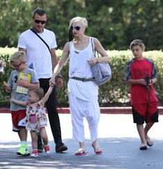 Gwen Stefani Photos - Gwen Stefani and Her Kids Take Dad Gavin Out for Father's Day Lunch - Zimbio