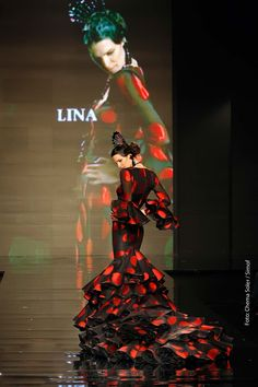 ❤ bata de cola ❤ I am SO going to wear a dress like this before i die! Spanish Costume, Spanish Dress, Spanish Dancer, Flamenco Costume, Dance Costumes, Dance Art, Ballet Dance, Dance Dresses, Flamenco Dresses