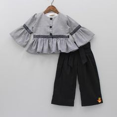 Shop online for dresses, gowns, sets & more for your baby, toddler or child. Make her look smashing on her Birthday or an occasion or just everyday. Girls Dresses Sewing, Stylish Dresses For Girls, Stylish Dress Designs, Toddler Girl Dresses, Baby Girl Dress Design, Girls Frock Design, Baby Girl Dress Patterns, Baby Frocks Designs, Kids Frocks Design