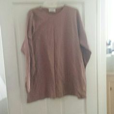 """Long Sleeved T-Shirt This is a simple long sleeved T-Shirt. It's very comfortable  and longer than average for those who prefer more """"coverage """". It measures  31"""" long & 27"""" across. The tag says one size, however It would probably be way too big for a petite or small person. I wear a n XL, & it fits comfortably. For what it's worth, my opinion is that it would fit L-XXL or 16-20. It's in excellent shape. The line you see in the picture is just a fold line Blue Eyed Bear Tops Tees - Long…"""