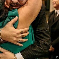 Tudo que é verdadeiro se torna cheio de #vida até mesmo um abraço de despedida ou seria de entrega? Aquele abraço que a sogra da no genro que se torna agora uma só família. Assim foi este que eu tive a graça de presenciar. Quer ver mais? (acesse o site na descrição do perfil) Veja como foi esta história. @jacqueline.souza.16144 e Ricardo  #AmorParaSempre #EstudioRoncolato #alemdoolhar #amor #noiva #lindanoiva #bride #lovestory #obrigadosantoantonio #weddinginspiration #instawedding…