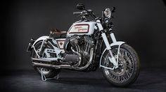 The Legend of Harley Davidson Sportster: Retro Racer Roadster #harleydavidson #sportster #hdpraha #battleofthekings2017  Ispirata alle moto da board-track degli anni '20, con l'aggiunta di elementi di modernità.