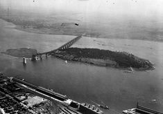 Construction Pont Jacques Cartier 1927 - Ile Sainte Helene Jacques Cartier, Quebec Montreal, Montreal Ville, Old Pictures, Old Photos, Voyage Canada, Entertainment Sites, Cultural Experience, Le Havre