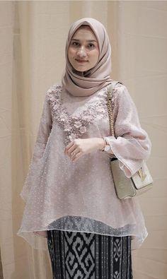 Kebaya Lace, Kebaya Dress, Dress Pesta, Kebaya Modern Hijab, Model Kebaya Modern, Dress Muslim Modern, Muslim Dress, Muslim Fashion, Hijab Fashion