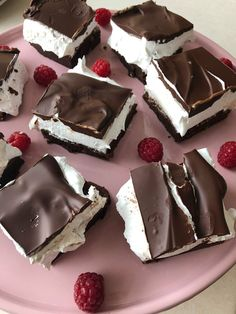 Image may contain: dessert and food Summer Dessert Recipes, Sweet Desserts, Delicious Desserts, Yummy Food, Cream Puff Cakes, Danish Food, Best Brownies, Recipes From Heaven, Let Them Eat Cake