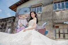 🎉สะกดทุกสายตาดั่งต้องมนต์🎶😙กับชุดเจ้าสาวซีทรู👰แหวกอกที่จะดึงความโดดเด่นออกมาให้คุณเฉิดฉาย👑แบบโฉบเฉี่ยว👄 แอบเปรี้ยวนิด ๆ เซ็กซี่💄ขยี้ใจหน่อย ๆ🌶แถมยังได้อ่อยเจ้าบ่าวเบา ๆ งานดีมีระดับแบบนี้ต้องรีบจัดเลยค่ะ😘😚 Modern Wedding Studio Phuket สตูดิโอแต่งงานของคนมีระดับ😎😘 #preweddingphuket, #weddingphuket, #แต่งงานภูเก็ต, #ช่างแต่งหน้าภูเก็ต, #modernweddingphuket🎉