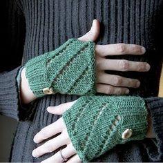 creativeyarn: Diagonal Eyelet Hand Warmers Free Pattern