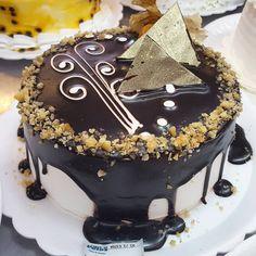 Torta de nozes com chocolate. #confeitariapolos  #goiania (em Polos Pães e Doces)
