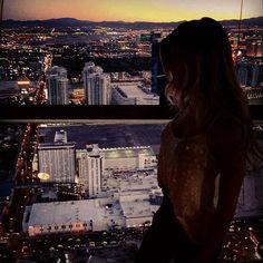 Olha onde eu tô de volta! Nos brinquedos mais alucinantes de Las Vegas! Mas hoje não vou ficar pendurada, vou só no elevador (da torre de observação mais alta dos EUA)  #Stratosphere #BigShot