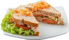 Os sanduíches naturais sempre são uma ótima opção de refeição rápida e saudável, por isso trazemos hoje 4 Receitas de Sanduíche Natural para Fazer e Vender Salty Foods, Cooking Recipes, Healthy Recipes, Light Recipes, Food Truck, Carne, Clean Eating, Easy Meals, Food And Drink