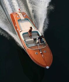 Riva Aquarama Special Promotion video by Riva-World on Lago di Garda, Punta San Vigillio, for Mecum auctions. Boat Crafts, Water Crafts, Yacht Design, Boat Design, Riva Boot, Course Vintage, Wooden Speed Boats, Chris Craft Boats, Classic Wooden Boats