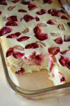 Photo: Cheesecake baked semolina with strawberries and rhubarb Sweets Recipes, Baking Recipes, Cookie Recipes, Polish Desserts, Polish Recipes, Delicious Desserts, Yummy Food, Breakfast Desayunos, Food Crafts