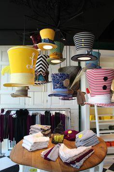 Witty Knitters in Timmendorf - das beste Ladendesign das ich seit langem gesehen habe. So bunt wie Alice im Wunderland.