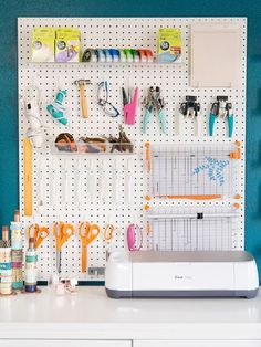 25 pegboard inspirations to organize your office - Pegboard organization inspiration for a lovely creative space -