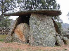 Turismo cultural en Extremadura. Dolmenes de Valencia de Alcántara, Spain
