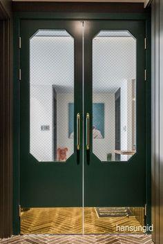 한성아이디: 좁은현관인테리어 / 아파트현관인테리어 / 중문인테리어 / 헤링본타일 / 브론즈경모던빈티지 ... Restaurant Exterior Design, Restaurant Door, Architecture Restaurant, Restaurant Bathroom, Restaurant Layout, Bathroom Doors, Kitchen Doors, Kitchen Door Designs, Cafe Door