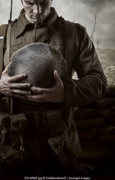 soldier from WW1 mourns a friend © CollaborationJS / Arcangel Images