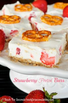 No-Bake Strawberry Pretzel Bars recipe - Cool, creamy, sweet, and salty goodness! # no bake Desserts Strawberry Pretzel Bars Strawberry Desserts, Strawberry Pretzel, Summer Desserts, Easy Desserts, Delicious Desserts, Strawberry Bars, Pretzel Jello, Dessert Healthy, Strawberry Sauce