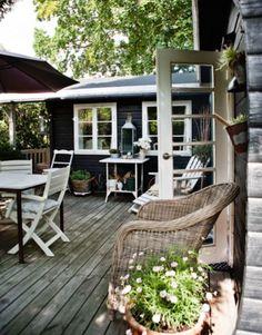 great outdoor space Vicky's Home: Casa de verano cálida y confortable / House… Outdoor Rooms, Outdoor Living, Outdoor Decor, Outdoor Furniture, Outside Living, Black House, House Colors, Pergola, Home And Garden