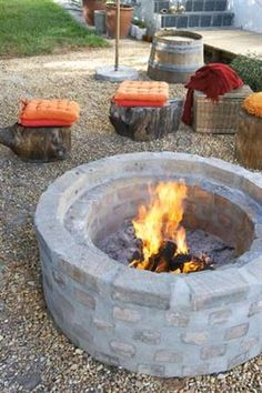 How to build an outdoor fire pit. I love everything about this rustic scene. The wood stools, the cushions, the fire pit! Outdoor Spaces, Outdoor Living, Outdoor Decor, Outdoor Stools, Outdoor Seating, Outdoor Life, Fire Pit Instructions, Parrilla Exterior, Fire Pit Furniture