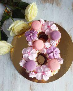 Тортик для очаровательных женщин! К 8 марта принимаю заказы на тортики Восьмерки! Вес торта 1.5-1.6кг. Состав: Сабле с грецким орехом, крем Дипломат, вишня, шоколадная крошка. Цена за торт 1650р. #торт #тортцифра #домашнийторт #домашнийкондитер #Макарон #тортк8марта #8марта #подарокна8марта #женскийдень #женщина #праздник #подарок #Ейск #сладостивейске #вкусно #вкусныйподарок #тортназаказ #yisk #tortnazakaz_v_yiske #macarons