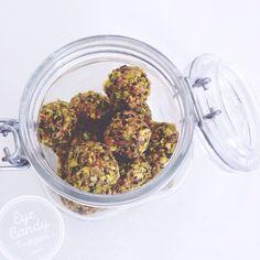 Bouchées d'énergie santé aux figues et aux pistaches | vegan vegetalien via @eyecandypopper