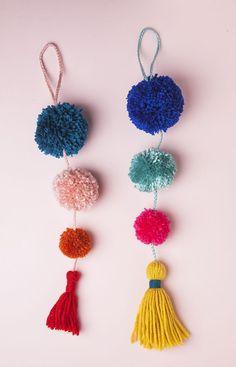 DIY Summer Pom-Pom Doorknob Garland Summer Pom Pom Door Swag by Jessica Marquez for Design Sponge Kids Crafts, Crafts For Teens, Crafts To Sell, Diy And Crafts, Pom Pom Crafts, Yarn Crafts, Craft Tutorials, Craft Projects, Diy Pompon