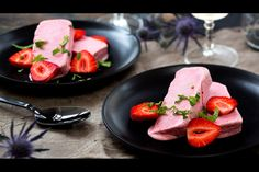Berry semifreddo - Recipes - Eat Well (formerly Bite) Great Desserts, Summer Desserts, Cold Desserts, Gourmet Recipes, Healthy Recipes, Frozen Yoghurt, Food Print, Sweet Treats, Stuffed Peppers
