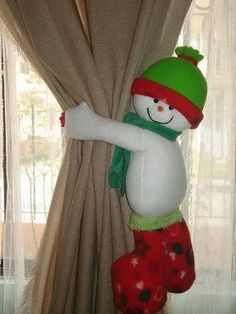 This is a thread where we can post pictures we come across of Christmas decor and ideas. Christmas Sewing, Christmas Items, Christmas Projects, Christmas Home, Christmas Holidays, Felt Christmas Decorations, Christmas Ornaments, Navidad Diy, Diy Weihnachten